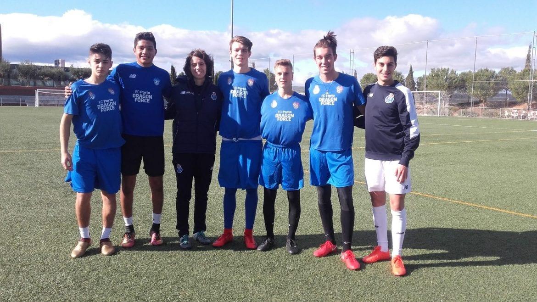 Juagadores de la academia de fútbol internacional Soccer Inter-Action