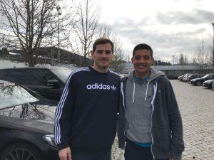 Fußball-Test unseres mexikanischen Spielers bei FCPorto mit Iker Casillas