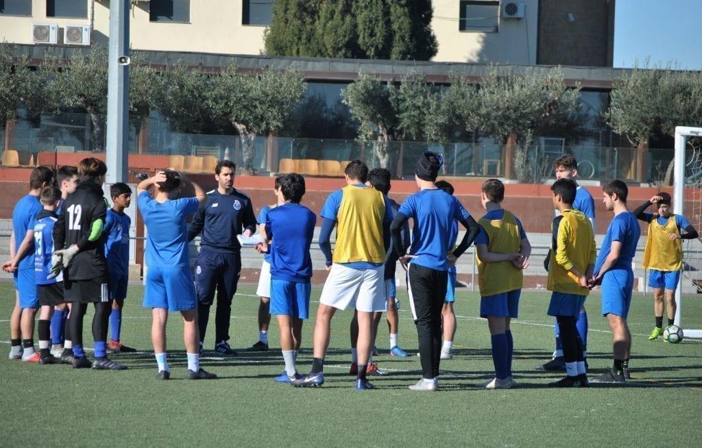 entrenamiento academia de fútbol jugador chileno