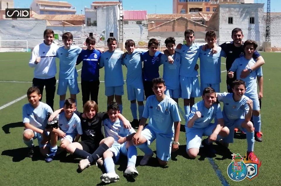 equipo de futbol infantil dragon force