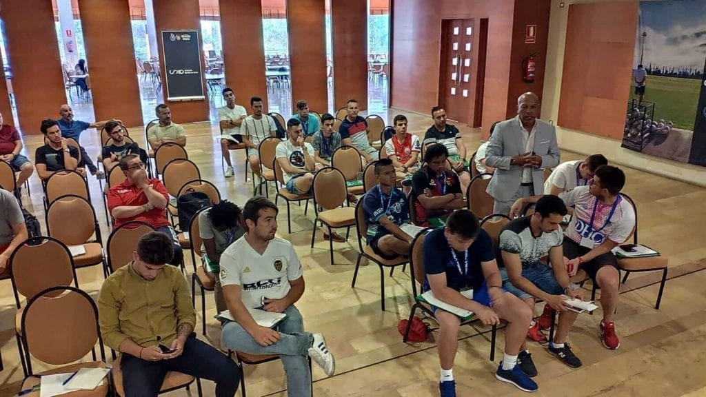 Intervention of speakers in the congress of football methodologies