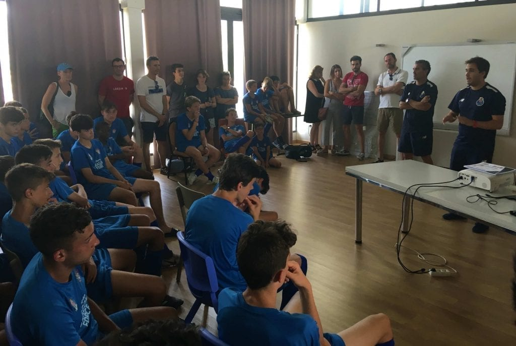 Charla Coordinador FC Porto en clausura del Campus