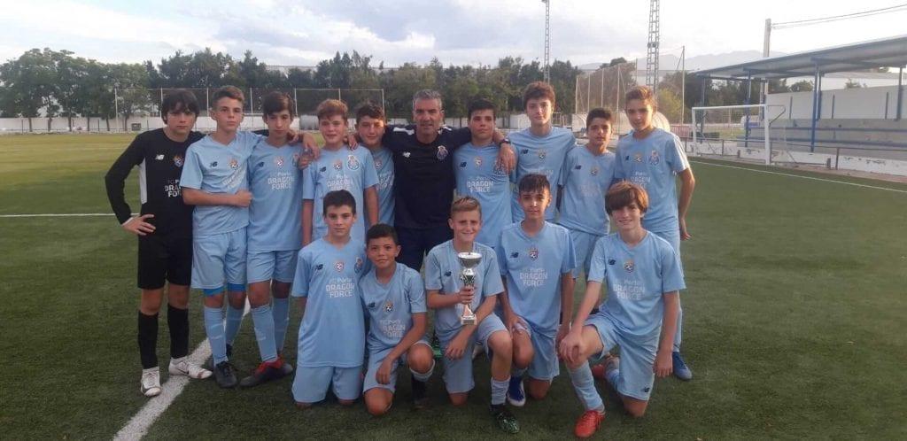 Infantil A mejor equipo en torneo de fútbol en España