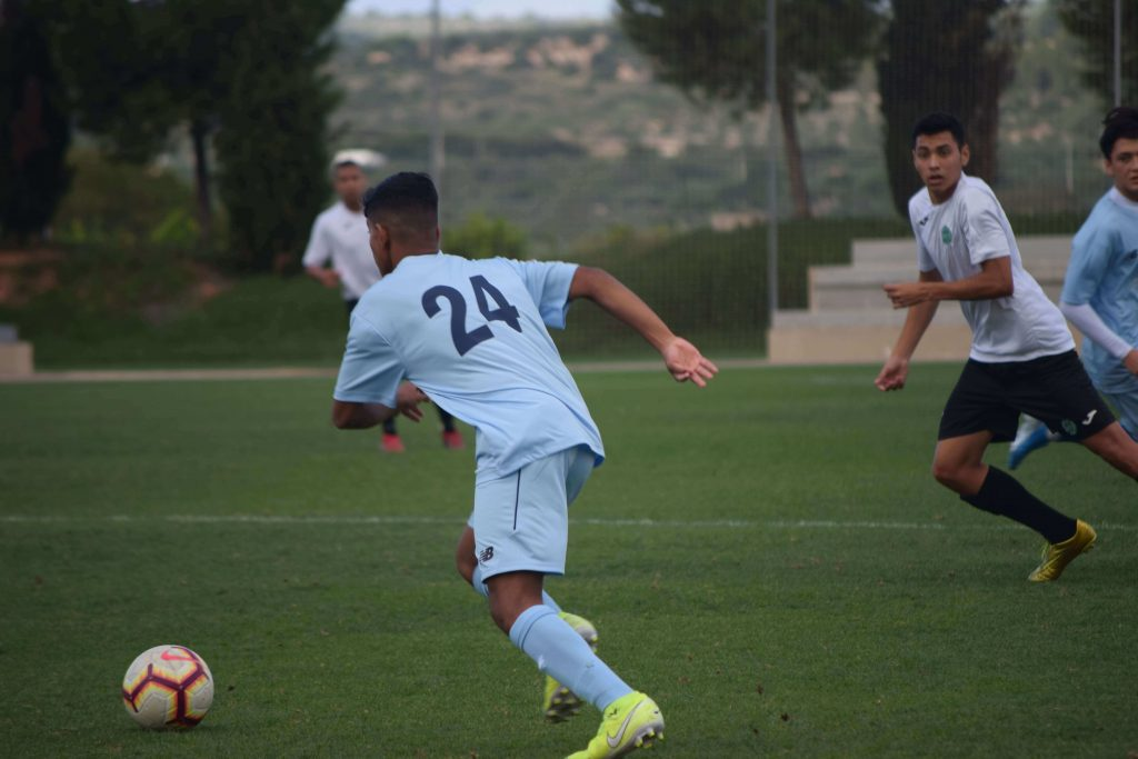 Jugador de la Academia Internacional de Futbol en España de Soccer Inter-Action-min