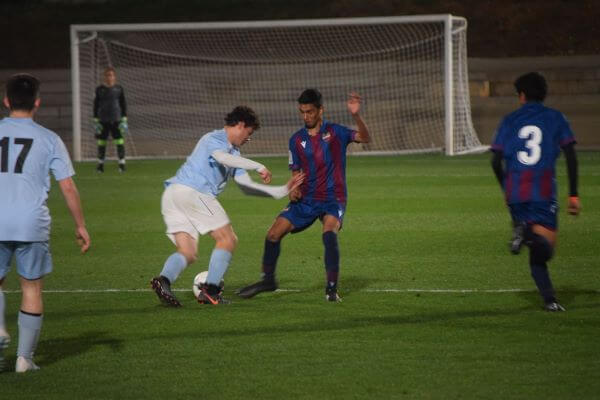 partido de fútbol entre FC Porto Dragon Force y Levante UD
