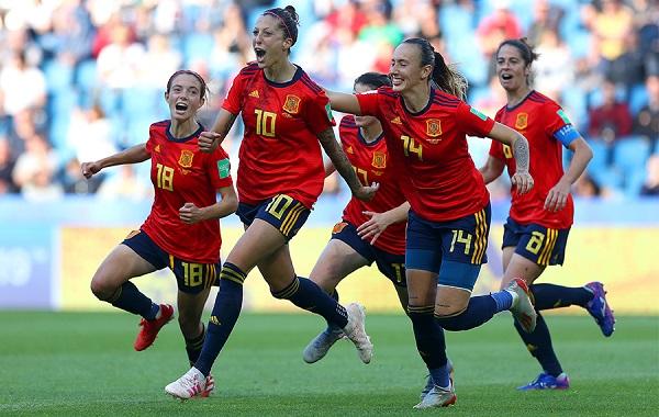 female-football-team
